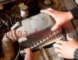 Открываем корпус воздушного фильтра